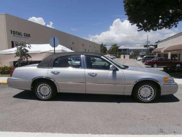 2002 Lincoln Town Car Executive Black Tie Edition South Florida